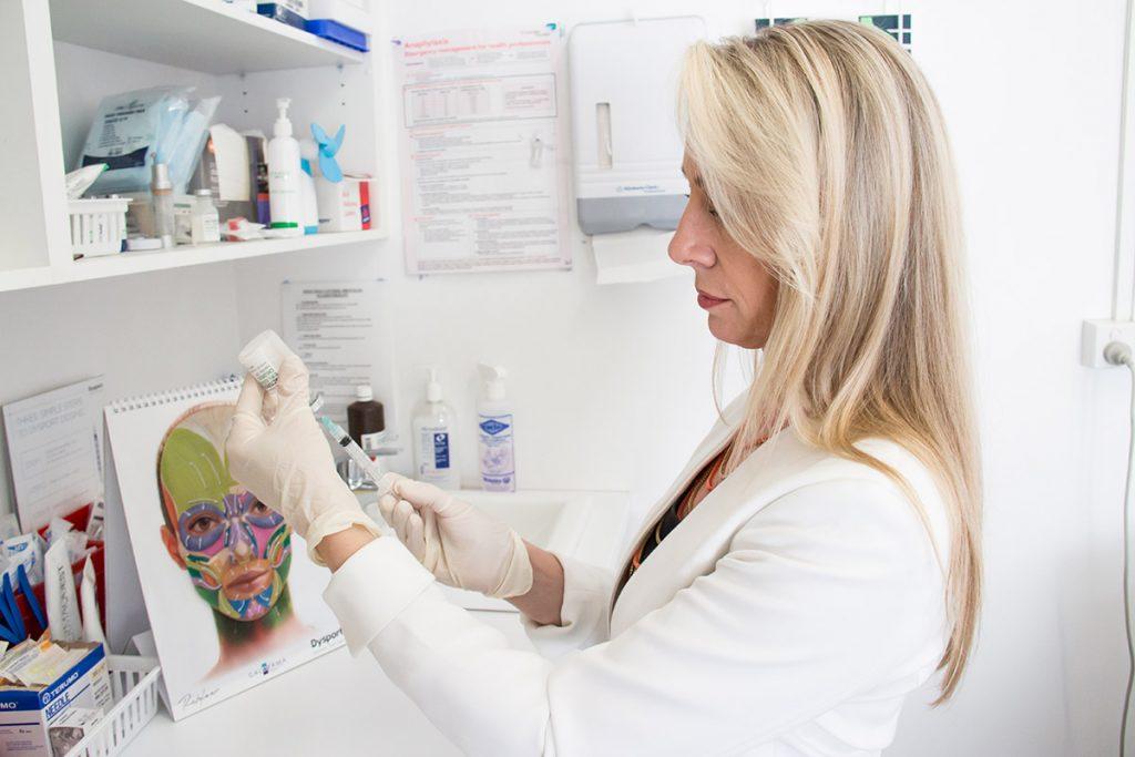 Cosmetic Nurse - Kenlyn | Filling syringe with dermal filler
